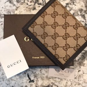 New in Box Auth GUCCI men's wallet GG w leather